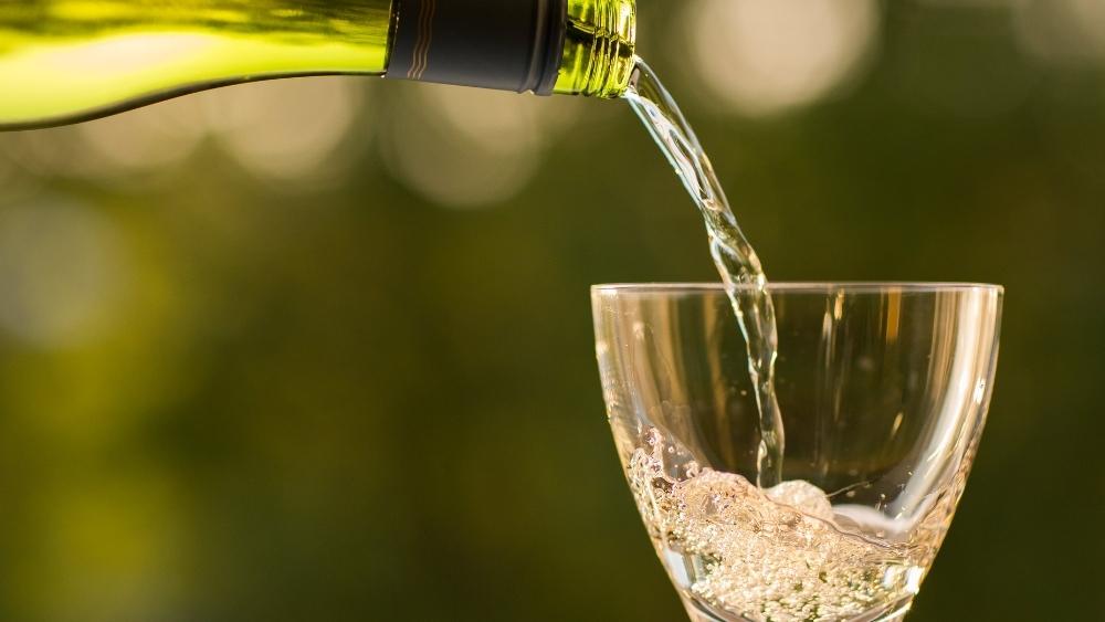 ¿A qué se le considera consumo moderado de vino?