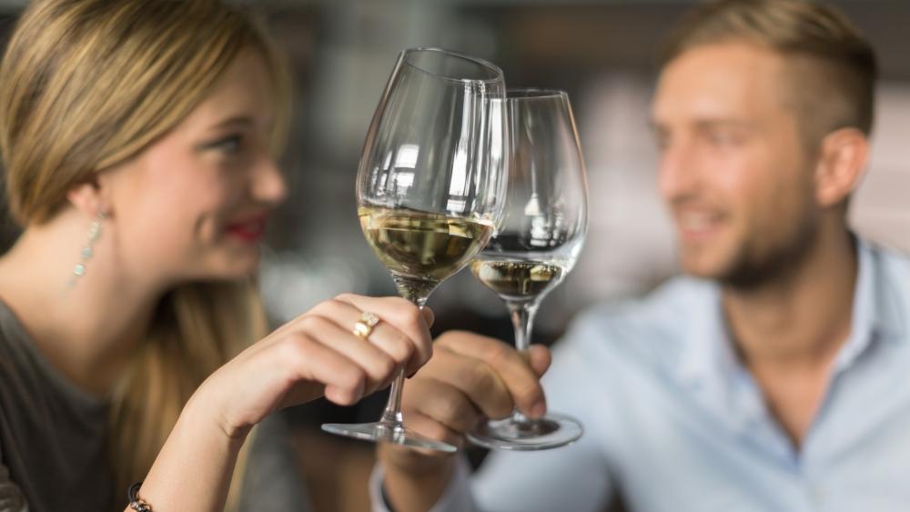 Crea una velada romántica y no olvides nuestros vinos de plátano.
